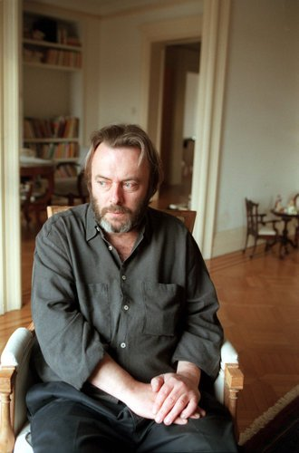 16hitchens-image2-popup